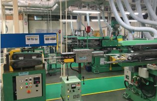 Continuous blow-forming machine